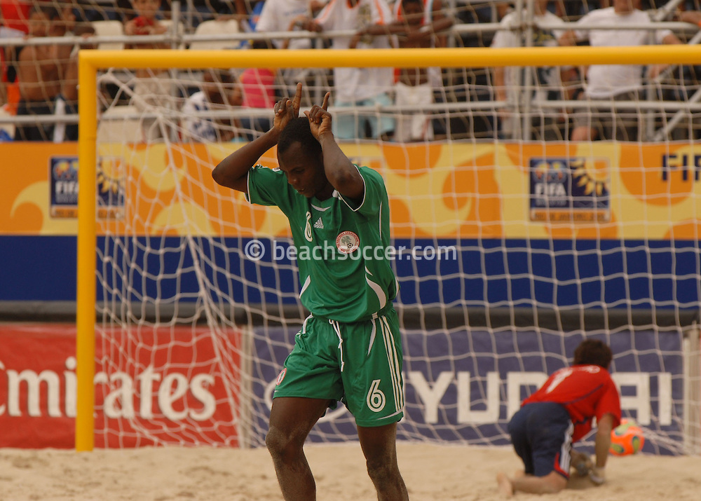 Football-FIFA Beach Soccer World Cup 2006 - Group D-ARG_NGA - Opening match of the Beachsoccer World Cup 2006. Suleiman Usman celebrates his goal while Marcelo Salgueiro, GK, looks for the ball- Rio de Janeiro - Brazil 02/11/2006<br />