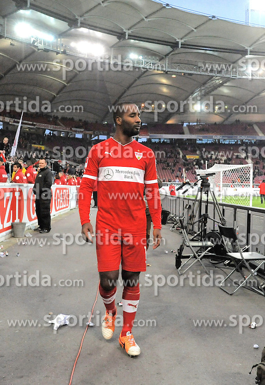 22.02.2014, Mercedes Benz Arena, Stuttgart, GER, 1. FBL, VfB Stuttgart vs Hertha BSC, 22. Runde, im Bild Ein voellig enttaeuschter Cacau (VfB Stuttgart) nach Spielende // during the German Bundesliga 22nd round match between VfB Stuttgart and Hertha BSC at the Mercedes Benz Arena in Stuttgart, Germany on 2014/02/23. EXPA Pictures &copy; 2014, PhotoCredit: EXPA/ Eibner-Pressefoto/ Stuetzle<br /> <br /> *****ATTENTION - OUT of GER*****