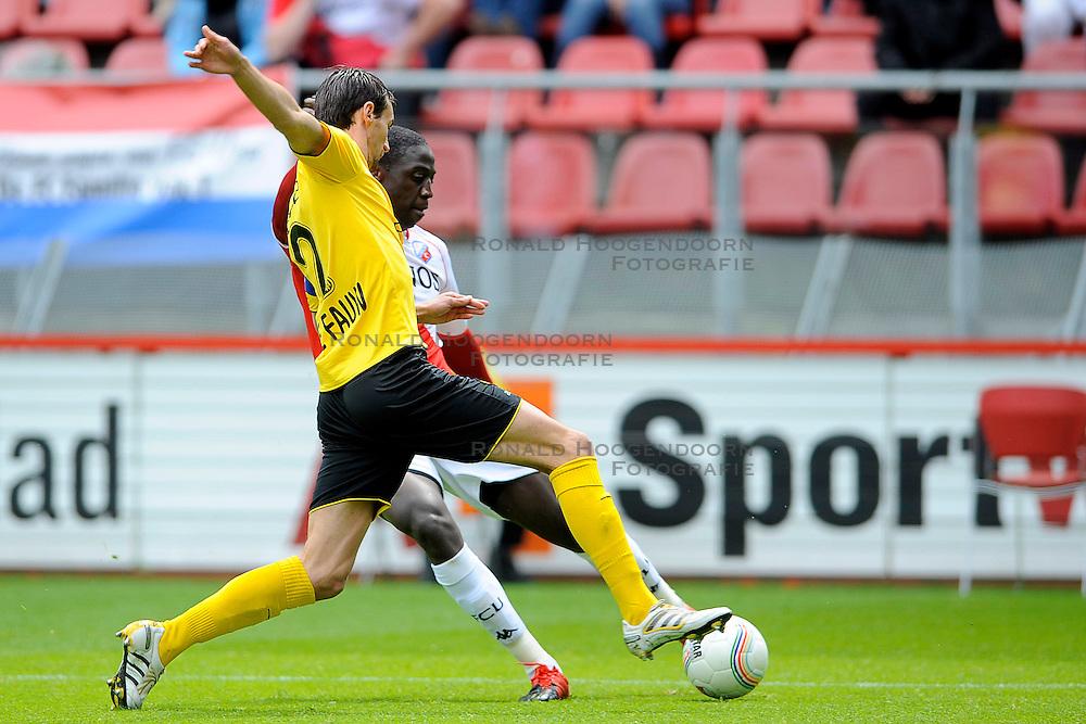 16-05-2010 VOETBAL: FC UTRECHT - RODA JC: UTRECHT<br /> FC Utrecht verslaat Roda in de finale van de Play-offs met 4-1 en gaat Europa in / Jacob Mulenga en Davy de Fauw<br /> ©2009-WWW.FOTOHOOGENDOORN.NL