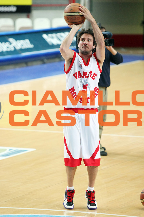 DESCRIZIONE : Varese 10 Anniversario Scudetto della Stella Roosters Varese 1999 Cimberio All Star Varese<br /> GIOCATORE : Gianmarco Pozzecco<br /> SQUADRA : Roosters Varese 1999<br /> EVENTO : Campionato Lega A 2008-2009<br /> GARA : Roosters Varese 1999 Cimberio All Star Varese<br /> DATA : 11/05/2009<br /> CATEGORIA : Tiro Three Points<br /> SPORT : Pallacanestro<br /> AUTORE : Agenzia Ciamillo-Castoria/G.Cottini<br /> Galleria : Lega Basket A1 2008-2009<br /> Fotonotizia : Varese 10 Anniversario Scudetto della Stella Roosters Varese 1999 Cimberio All Star Varese<br /> Predefinita :