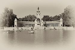 THEMENBILD - Madrid ist seit Jahrhunderten der geographische, politische und kulturelle Mittelpunkt Spaniens (siehe Kastilien) und der Sitz der spanischen Regierung. Hier residieren auch der König, ein katholischer Erzbischof sowie wichtige Verwaltungs- und Militärbehörden. Als Handels- und Finanzzentrum hat die Stadt nationale und internationale Bedeutung. Hier im Bild Denkmal, Monument fuer Alfons XII. und kuenstlicher See im Retiro-Park, Parque del Buen Retiro, Jardines del Buen Retiro // THEMATIC PACKAGES - Madrid is the capital and largest city of Spain. The population of the city is roughly 3.3 million and the entire population of the Madrid metropolitan area is calculated to be around 6.5 million. It is the third-largest city in the European Union, after London and Berlin, and its metropolitan area is the third-largest in the European Union after London and Paris. The city spans a total of 604.3 km2. EXPA Pictures © 2014, PhotoCredit: EXPA/ Eibner-Pressefoto/ Weber<br /> <br /> *****ATTENTION - OUT of GER*****