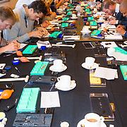 NLD/Amsterdam/20131003 -  Dad's moment , Workshop horloge in elkaar zetten