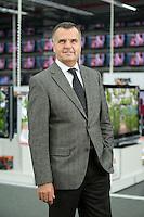 16 DEC 2008, BERLIN/GERMANY:<br /> Leopold Stiefel, Unternehmer, Mitbegruender der Elektrogrossmarktkette Media Markt, ehem. Geschaeftsfuehrer und Gesellschafter der Media-Saturn-Holding, im Media Markt, Alexia Einkaufszentrum, Alexanderplatz<br /> IMAGE: 20081216-01-005