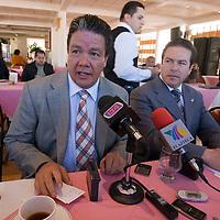 Toluca, Mex.- Los diputados Domitilo Posadas del PRD y José Dolores Garduño del PAN, coincidieron al convocar a la misma hora y mismo sitio a una conferencia de prensa en el Congreso del Estado de México. Agencia MVT / Mario Vázquez de la Torre. (DIGITAL)<br /> <br /> NO ARCHIVAR - NO ARCHIVE