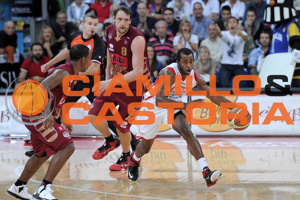 DESCRIZIONE : Pesaro Lega A 2012-13 Scavolini Banca Marche Pesaro Umana Venezia<br /> GIOCATORE : Lamont Mack <br /> CATEGORIA : palleggio contropiede<br /> SQUADRA : Scavolini Banca Marche Pesaro<br /> EVENTO : Campionato Lega A 2012-2013 <br /> GARA : Scavolini Banca Marche Pesaro Umana Venezia<br /> DATA : 13/10/2012<br /> SPORT : Pallacanestro <br /> AUTORE : Agenzia Ciamillo-Castoria/C.De Massis<br /> Galleria : Lega Basket A 2012-2013  <br /> Fotonotizia : Pesaro Lega A 2012-13 Scavolini Banca Marche Pesaro Umana Venezia<br /> Predefinita :