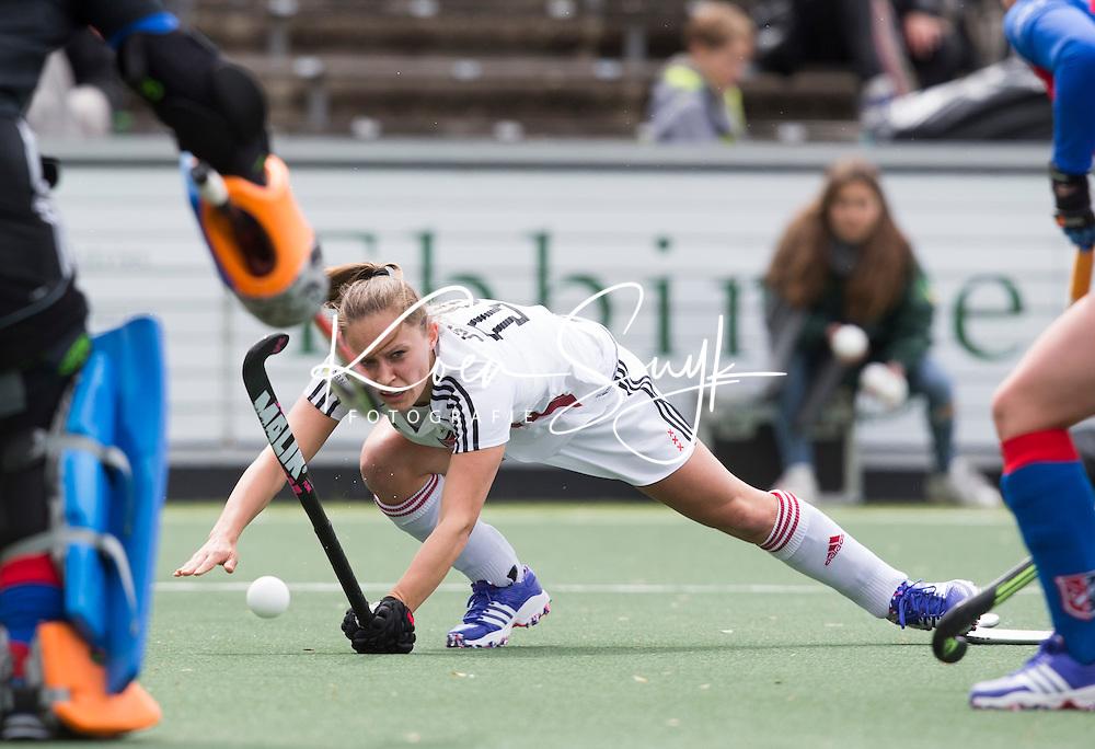 AMSTELVEEN -  Kelly Jonker (A'dam) tijdens de tweede halve finalewedstrijd in de Play offs tussen Amsterdam en  SCHC (2-0).  Amsterdam gaat door naar de finale. COPYRIGHT KOEN SUYK