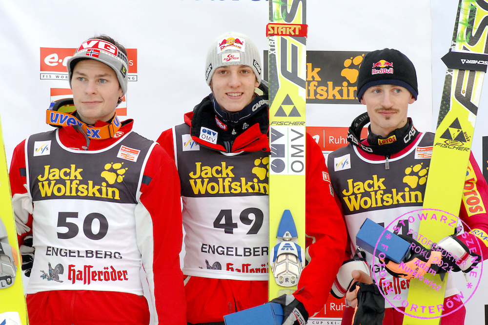 GEPA-1612065713 - ENGELBERG,SCHWEIZ,16.DEZ.06 - SKI NORDISCH, SKISPRINGEN - FIS Weltcup, Skispringen, Siegerehrung. Bild zeigt Anders Jacobsen (NOR), Gregor Schlierenzauer (AUT) und Adam Malysz (POL). Foto: GEPA pictures/ Claudia Stadelmann..FOT. GEPA / WROFOTO..*** POLAND ONLY !!! ***