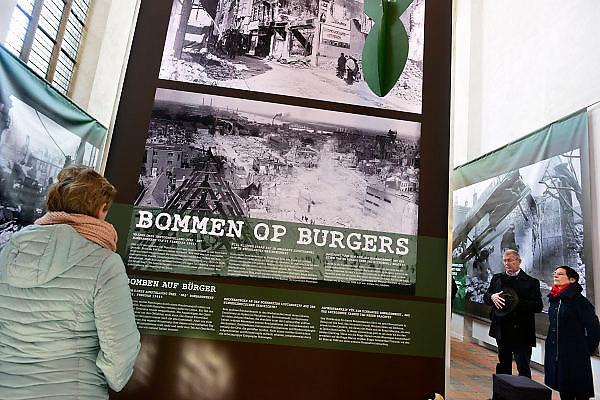 Nederland, Nijmegen, 23-2-2014In de Marienburgkapel, huis der historie, is een expositie ingericht over het bombardement op Nijmegen dat hier per vergissing door de amerikanen 70 jaar geleden plaatsvond. Het Bombardement van Nijmegen op 22 februari 1944 is in termen van aantal slachtoffers een van de ergste bombardementen op een Nederlandse stad tijdens de Tweede Wereldoorlog. Bijna 800 mensen kwamen om het leven, maar waarschijnlijk ligt het aantal doden hoger, omdat onderduikers niet meegeteld konden worden. Een groot deel van de historische binnenstad werd door Amerikaanse vliegers verwoest, waaronder de Grote of Sint Stevenskerk.Foto: Flip Franssen/Hollandse Hoogte