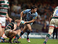 Photo: Rich Eaton.<br /> <br /> Cardiff Blues v Leicester Tigers. Heineken Cup. 29/10/2006. Blues scrum half Mike phillips passes