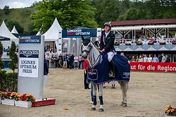Haßmann Felix (GER), Cayenne WZ<br /> Balve - Longines Optimum 2019<br /> Siegerehrung<br /> LONGINES Optimum Preis<br /> Deutsche Meisterschaft der Springreiter<br /> Finalwertung<br /> 16. Juni 2019<br /> © www.sportfotos-lafrentz.de/Stefan Lafrentz