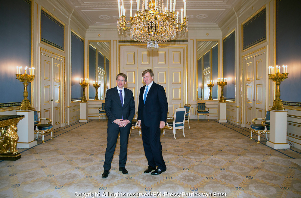 Koning Willem-Alexander ontvangt Daniel Gunther, voorzitter van de Duitse Bondsraad in Paleis Nooreinde<br /> <br /> King Willem-Alexander receives Daniel Gunther, chairman of the German Federal Council in palace Noordeinde