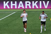 Fotball<br /> EM 2012<br /> 12.06.2012<br /> Trening Tyskland<br /> Foto: Witters/Digitalsport<br /> NORWAY ONLY<br /> <br /> v.l. Mario Gomez, Jerome Boateng<br /> Fussball EURO 2012, Deutschland, Training