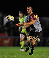 Chris Robshaw of Harlequins passes the ball - Mandatory byline: Patrick Khachfe/JMP - 07966 386802 - 06/11/2015 - RUGBY UNION - The Twickenham Stoop - London, England - Harlequins v Sale Sharks - Aviva Premiership.