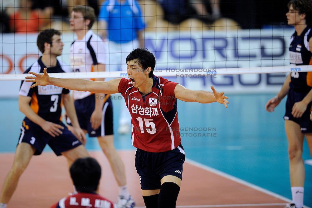08-07-2010 VOLLEYBAL: WLV NEDERLAND - ZUID KOREA: EINDHOVEN<br /> Nederland verslaat Zuid Korea met 3-0 / Hyun Yong Ha<br /> &copy;2010-WWW.FOTOHOOGENDOORN.NL