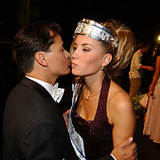 Verkiezing Miss Nederland 2003, Sanne de Regt met Jeunesse Diamonds sponsor Andre Chevalier