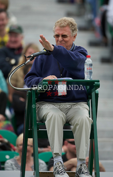 LIVERPOOL, ENGLAND - Friday, June 18, 2010: Umpire Mike Jackson during the Mixed Doubles on day three of the Liverpool International Tennis Tournament at Calderstones Park. (Pic by David Rawcliffe/Propaganda)