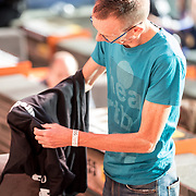 NLD/Hilversum/20181010 -  555 actiedag voor Sulawesi, Dolf Jansen verkleed zich om het giro 555 shirt aan te trekken
