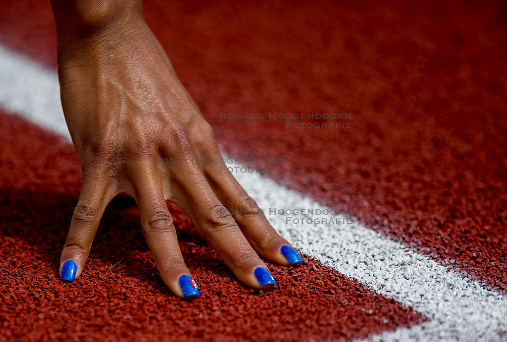 06-07-2016 NED: European Athletics Championships, Amsterdam<br /> Atletiek start, vinger, hand , blauwe nagels, item, creative