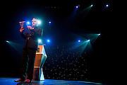 Herman Finkers draagt gedichten van Willem Wilmink op. In de Stadsschouwburg van Utrecht vindt de dertigste nacht van de po&euml;zie plaats. Tijdens het evenement zijn er voordrachten van bekende en minder bekende dichters en is er een poetryslam. Daarnaast zijn er allerlei andere activiteiten.<br /> <br /> Dutch writer and performer Herman Finkers is reading poems of the Dutch writer Willem Wilmink. For the 30th time the Night of the Poetry is held in the Stadschouwburg in Utrecht. Writers are reading their poems, a poetry slem is organized and visitors can have a poem written especially for themselves.