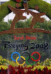 17-10-2007 ALGEMEEN: VOORBEREIDINGEN OLYMPISCHE SPELEN BEIJING 2008: CHINA<br /> De Olympische sportsymbolen in bloemencorso op het Tiananmen - Plein van de Hemelse Vrede - Olympische Ringen en vuur<br /> ©2007-WWW.FOTOHOOGENDOORN.NL