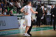 DESCRIZIONE :Siena  Lega A 2011-12 Montepaschi Siena Cimberio Varese Play off gara 1<br /> GIOCATORE : Rimantas Kaukenas<br /> CATEGORIA : controcampo fair play<br /> SQUADRA : Montepaschi Siena<br /> EVENTO : Campionato Lega A 2011-2012 Play off gara 1 <br /> GARA : Montepaschi Siena Cimberio Varese<br /> DATA : 17/05/2012<br /> SPORT : Pallacanestro <br /> AUTORE : Agenzia Ciamillo-Castoria/ GiulioCiamillo<br /> Galleria : Lega Basket A 2011-2012  <br /> Fotonotizia : Siena  Lega A 2011-12 Montepaschi Siena Cimberio Varese Play off gara 1<br /> Predefinita :