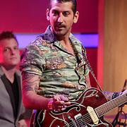 NLD/Hilversum/20120326 - Uitzending van RTL sportprogramma Voetbal international, zanger Danny Vera