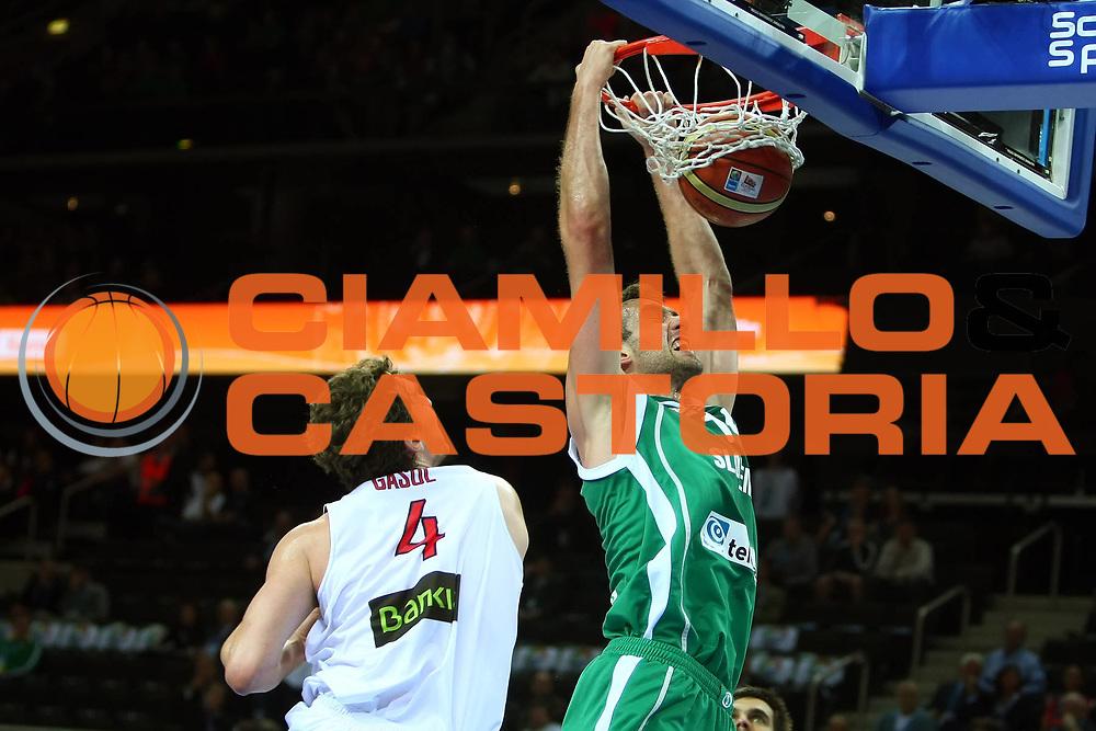 DESCRIZIONE : Kaunas Lithuania Lituania Eurobasket Men 2011 Quarter Final Round Spagna Slovenia Spain Slovenia<br /> GIOCATORE : Mirza Begic<br /> CATEGORIA : schiacciata<br /> SQUADRA : Spagna Spain <br /> EVENTO : Eurobasket Men 2011<br /> GARA : Spagna Slovenia Spain Slovenia<br /> DATA : 14/09/2011<br /> SPORT : Pallacanestro <br /> AUTORE : Agenzia Ciamillo-Castoria/G.Matthaios<br /> Galleria : Eurobasket Men 2011<br /> Fotonotizia : Kaunas Lithuania Lituania Eurobasket Men 2011 Quarter Final Round Spagna Slovenia Spain Slovenia<br /> Predefinita :
