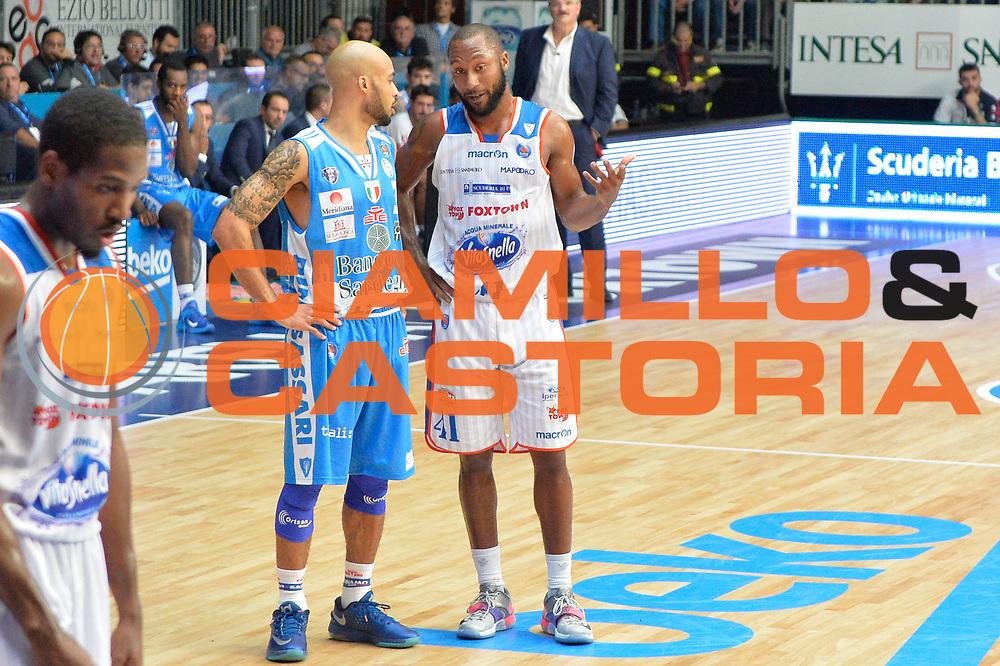 DESCRIZIONE : Cant&ugrave; Lega A 2015-16 Acqua Vitasnella Cantu' vs Dinamo Banco di Sardegna Sassari<br /> GIOCATORE : Kenny Hasbrouck<br /> CATEGORIA : Fair Play<br /> SQUADRA : Acqua Vitasnella Cantu'<br /> EVENTO : Campionato Lega A 2015-2016<br /> GARA : Acqua Vitasnella Cantu'  Dinamo Banco di Sardegna Sassari<br /> DATA : 12/10/2015<br /> SPORT : Pallacanestro <br /> AUTORE : Agenzia Ciamillo-Castoria/I.Mancini<br /> Galleria : Lega Basket A 2015-2016  <br /> Fotonotizia : Acqua Vitasnella Cantu'  Lega A 2015-16 Acqua Vitasnella Cantu' Dinamo Banco di Sardegna Sassari   <br /> Predefinita :