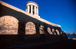 MALTA VALETTA JUL00 - The shade of an archway is reflected on the wall of the St. Elmo fortifications in Old Valetta.....jre/Photo by Jiri Rezac....© Jiri Rezac 2000....Tel:   +44 (0) 7050 110 417..Email: info@jirirezac.com..Web:   www.jirirezac.com