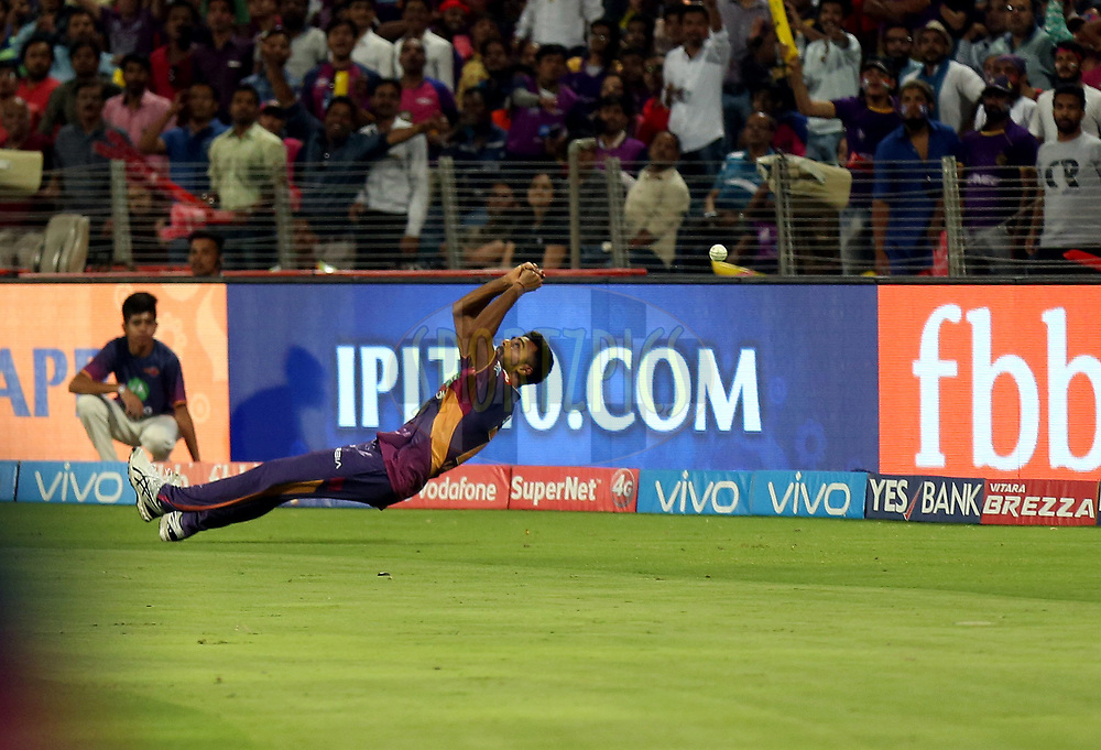 Jaydev Unadkat of Rising Pune Supergiant drops the catch  of Robin Uthappa of the Kolkata Knight Riders during match 30 of the Vivo 2017 Indian Premier League between the Rising Pune Supergiants and the Kolkata Knight Riders  held at the MCA Pune International Cricket Stadium in Pune, India on the 26th April 2017<br /> <br /> Photo by Sandeep Shetty - Sportzpics - IPL