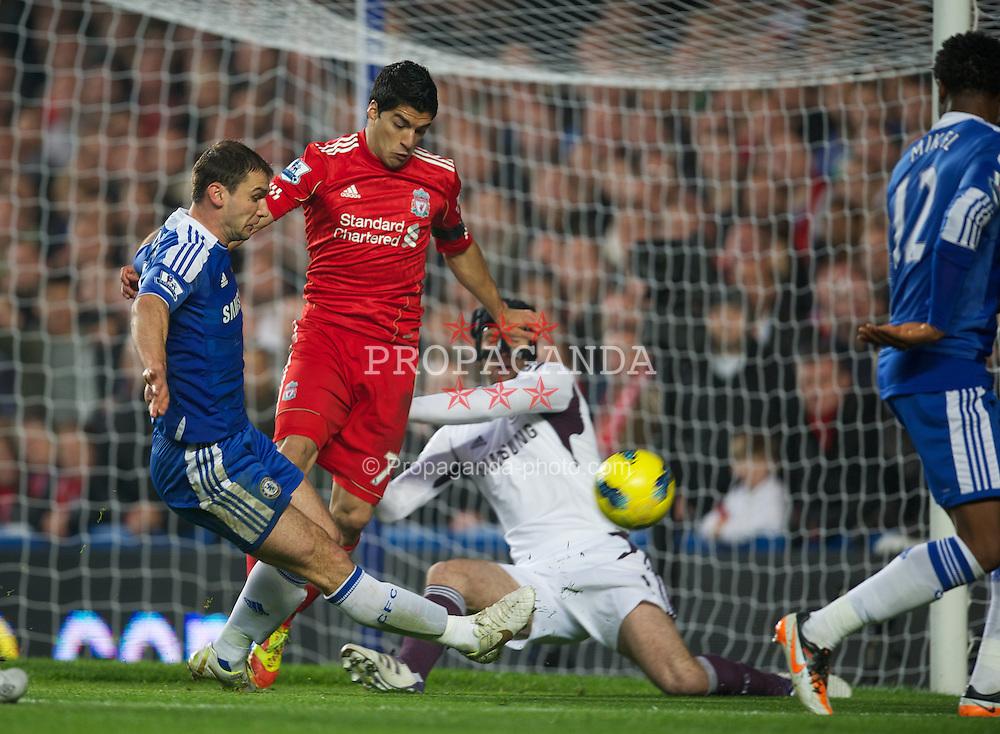 LONDON, ENGLAND - Sunday, November 20, 2011: Liverpool's Luis Alberto Suarez Diaz is denied by Chelsea's goalkeeper Petr Cech during the Premiership match at Stamford Bridge. (Pic by David Rawcliffe/Propaganda)