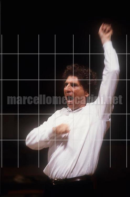 Rome Opera House, 1983. Italian conductor Gabriele Ferro performing a rehearsal / Teatro dell'Opera di Roma, 1983. Il direttore d'orchestra Gabriele Ferro mentre dirige una prova - © Marcello Mencarini