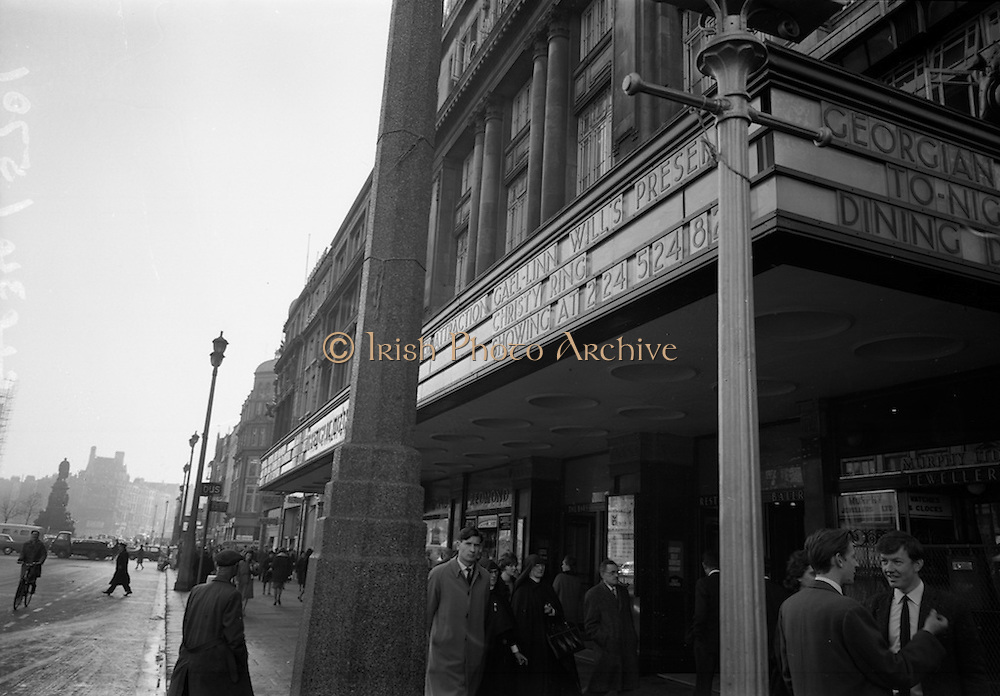 11/11/1964<br /> 11 November 1964<br /> <br /> Exterior views of the Metropole Cinema, Dublin showing Gael Linn film about Christy Ring