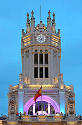THEMENBILD - Madrid ist seit Jahrhunderten der geographische, politische und kulturelle Mittelpunkt Spaniens (siehe Kastilien) und der Sitz der spanischen Regierung. Hier residieren auch der König, ein katholischer Erzbischof sowie wichtige Verwaltungs- und Militärbehörden. Als Handels- und Finanzzentrum hat die Stadt nationale und internationale Bedeutung. Hier im Bild Party zu Ehren der Kroenungsfeier von Koenig Felipe VI, auf der Aussichtsplattform des Palast Palacio de Comunicaciones, auch Palacio Nuestra Senora de Correos, ehemaliges Hauptpostamt, Plaza Cibeles // THEMATIC PACKAGES - Madrid is the capital and largest city of Spain. The population of the city is roughly 3.3 million and the entire population of the Madrid metropolitan area is calculated to be around 6.5 million. It is the third-largest city in the European Union, after London and Berlin, and its metropolitan area is the third-largest in the European Union after London and Paris. The city spans a total of 604.3 km2. EXPA Pictures © 2014, PhotoCredit: EXPA/ Eibner-Pressefoto/ Weber<br /> <br /> *****ATTENTION - OUT of GER*****