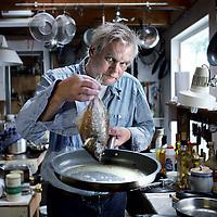 Nederland, De Woude , 10 september 2012..Wouter Klootwijk (Rhenen, 9 augustus 1945) is een Nederlandse journalist, columnist en kinderboekenschrijver..Wouter klootwijk is als journalist vooral geinteresseerd in voedsel..Foto:Jean-Pierre Jans
