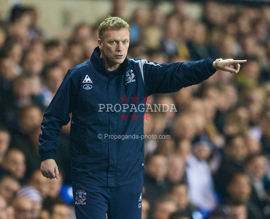 LONDON, ENGLAND - Tuesday, October 27, 2009: Everton's manager David Moyes during the League Cup 4th Round match against Tottenham Hotspur at White Hart Lane. (Photo by David Rawcliffe/Propaganda)