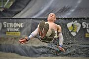 Nederland, Wijchen, 12-6-2016 In Wijchen werd de EK obstacle run, vikingrun gehouden. Een zwaar parcours door modderbaden en met hindernissen zoals een stormbaan met prikkeldraad, houten wanden en touwen met obstakels. Op het einde een glijbaan van een meter of 20 hoog die eindigt in een waterbad. FOTO: FLIP FRANSSEN