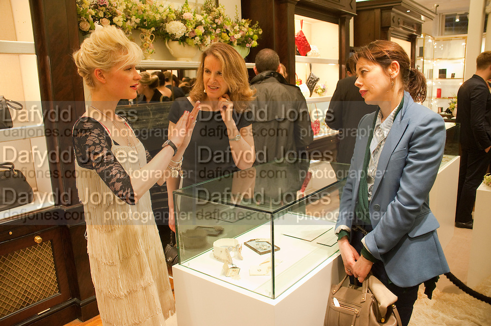 JESSICA DE LOTZ' VERONICA WADLEY; LISA ARMSTRONG, , Smythson Royal Wedding exhibition preview. Smythson together with Janice Blackburn has commisioned 5 artist designers to create their own interpretations of  Royal wedding memorabilia. Smythson. New Bond St. London. 5 April 2011.  -DO NOT ARCHIVE-© Copyright Photograph by Dafydd Jones. 248 Clapham Rd. London SW9 0PZ. Tel 0207 820 0771. www.dafjones.com.