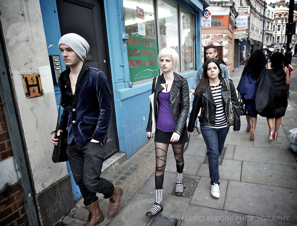 Shoreditch High Street on weekends pullulates of youngsters heading to art gallery, bars, private parties and indie concerts.