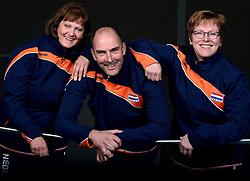 06-05-2014 NED: Selectie Nederlands zitvolleybal team vrouwen, Leersum<br /> In sporthal De Binder te Leersum werd het Nederlands team zitvolleybal seizoen 2014-2015 gepresenteerd / (L-R) Karin Harmsen, Pim Scherpenzeel en Elly Hooiveld