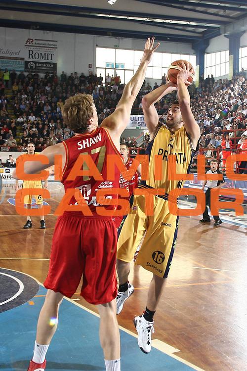 DESCRIZIONE : Porto San Giorgio Lega A 2008-09 Premiata Montegranaro Scavolini Spar Pesaro<br /> GIOCATORE : Simone Flamini<br /> SQUADRA : Premiata Montegranaro <br /> EVENTO : Campionato Lega A 2008-2009<br /> GARA : Premiata Montegranaro Scavolini Spar Pesaro<br /> DATA : 05/04/2009<br /> CATEGORIA : Tiro<br /> SPORT : Pallacanestro<br /> AUTORE : Agenzia Ciamillo-Castoria/C.De Massis<br /> Galleria : Lega Basket A1 2008-2009<br /> Fotonotizia : Porto San Giorgio Campionato Italiano Lega A 2008-2009 Premiata Montegranaro Scavolini Spar Pesaro<br /> Predefinita :