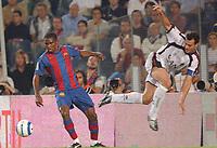 Fotball<br /> Primera Division Spania 2004/05<br /> Osasuna v Barcelona<br /> 24. oktober 2004<br /> Foto: Digitalsport<br /> NORWAY ONLY<br /> SAMUEL ETOO (BAR) / CESAR CRUCHAGA (OSA)