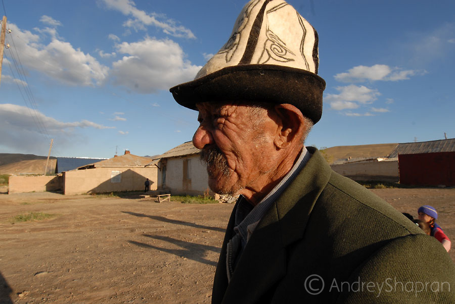 A portrait of a Kyrgyz old man