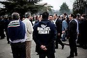 BENEVENTO. SLOGAN SULLE MAGLIETTE GADGET DEL PARTITO DEL POPOLO DELLA LIBERTA' INDOSSATE DAI SOSTENITORI IN OCCASIONE DELLA FESTA DELLA LIBERTA'