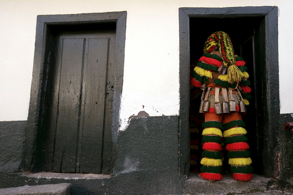 Masked in color dress, Caretos are diabolic and mysterious figures ever since. They represent an amalgam of profane, magical and religious elements.