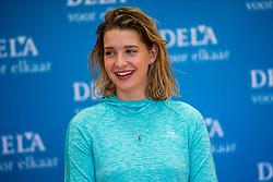07-01-2018 NED: DELA Beach Open day 5, Den Haag<br /> Joy Stubbe NED #1 bij de handtekeningsessie in het Dela Beach House
