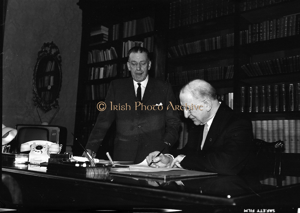 Dissolution of Dáil Eireann.  The proclaimation to dissolve the Dail was signed by President Eamon de Valera and An Taoiseach Seán Lemass at a short formal ceremony at Áras an Uachtarain..18.03.1965