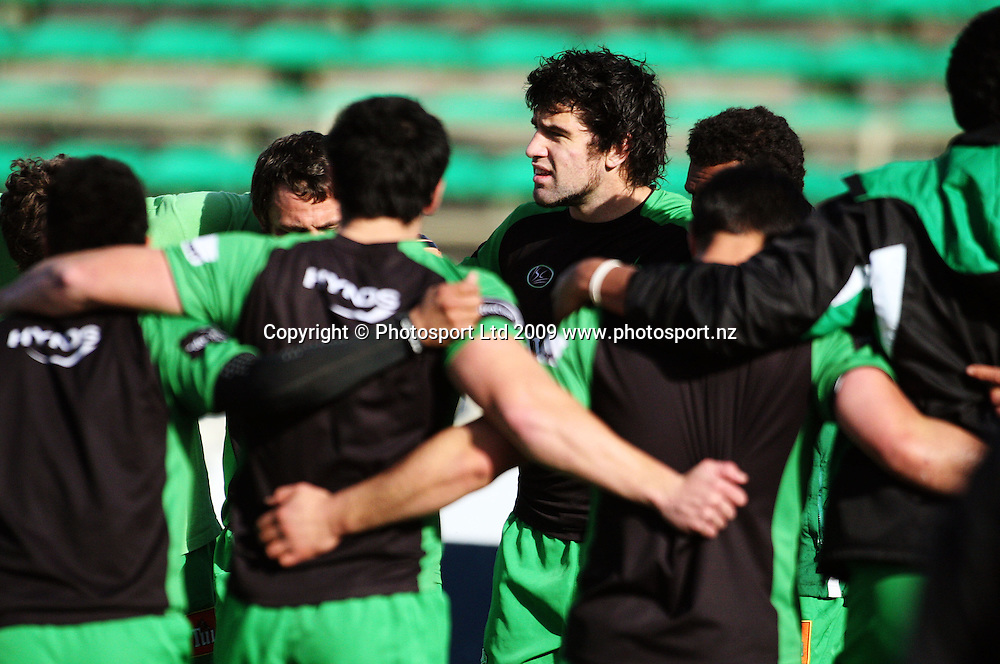 Manawatu captain Nick Crosswell huddles with his team before the match.<br /> Air NZ Cup preseason - Manawatu Turbos v Wellington Lions at FMG Stadium, Palmerston North, New Zealand, Friday 17 July 2009. Photo: Dave Lintott/PHOTOSPORT