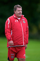 CARDIFF, WALES - Friday, September 5, 2008: Wales' manager John Toshack during training at Vale of Glamorgan Hotel ahead of the second 2010 FIFA World Cup South Africa Qualifying Group 4 match against Russia. (Photo by David Rawcliffe/Propaganda)