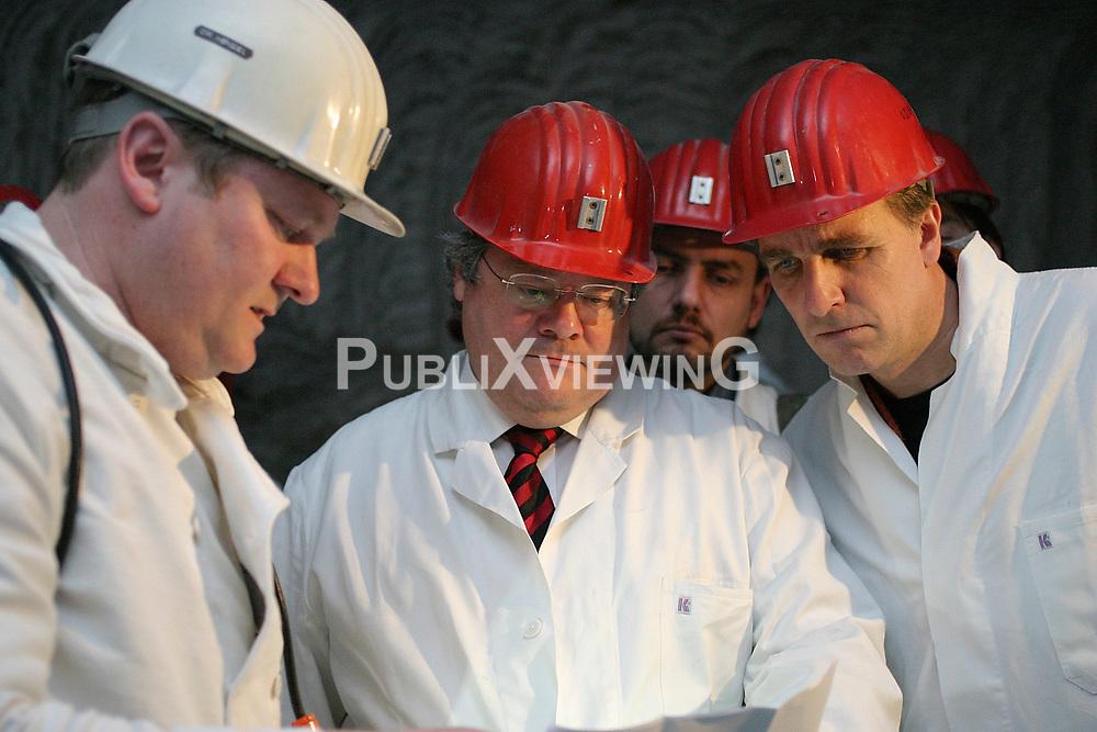 Bergwerk und marodes Atomm&uuml;lllager ASSE II bei Wolfenb&uuml;ttel. Besuch von Reinhard B&uuml;tikhofer und Stefan WEnzel (Gr&uuml;ne) unter Tage. <br /> <br /> Ort: ASSE<br /> Copyright: Volker M&ouml;ll<br /> Quelle: PubliXviewinG